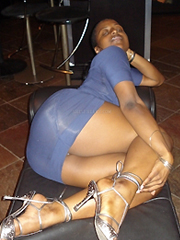 This amateur ebony girl shows off her..